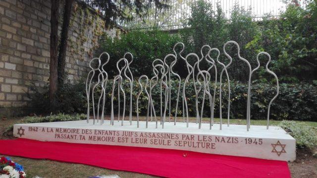 Monument mémoire enfants juifs père lachaise2